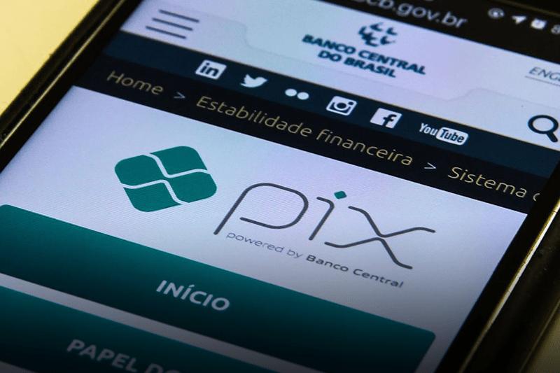 Brasileiros querem pagar suas compras com o PIX